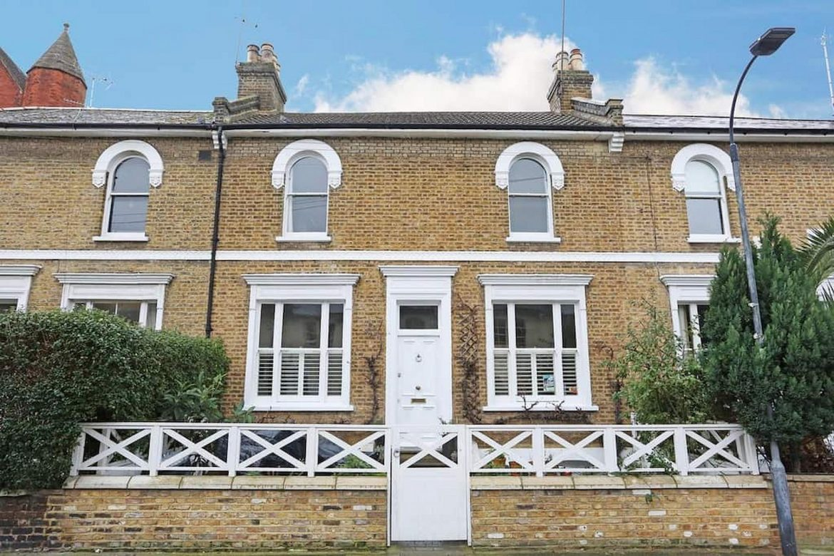 Find Your Desirable Home With Professional Estate Agents!